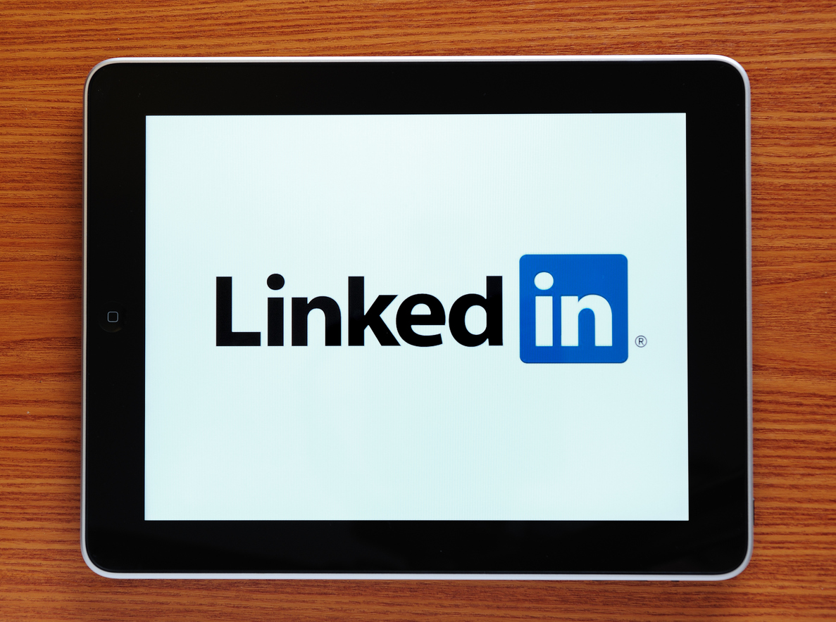 tablet-on-wooden-surface-displaying-linkedin-logo